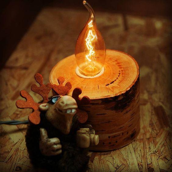 Необычный #деревянныйсветильник с #лампаэдисона от @modelk_woodshop отлично подойдет тем кто решил предать своему пространству уюта и оригинальности. Крутой #лось тоже так думает! :) #modelk #woodshop #wood #woods #woodwork #lamp #edisonlamp #woodlamp #woodspb #handmade #дерево #хэндмэйд #светильник #своимируками #деревяннаямастерская #вналичииспб de modelk_woodshop