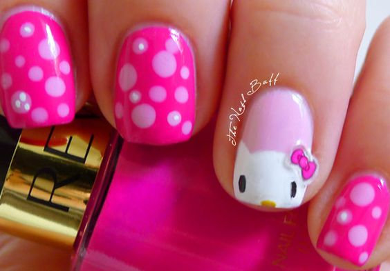 The Nail Buff: Hello Kitty (Copy-Cat)