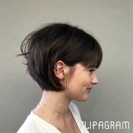25 Top Hairstyles For Bob Haircuts With Bangs Reny Styles Coupes De Cheveux Avec Frange Coupe De Cheveux Cheveux Courts