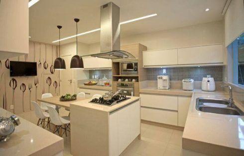Cozinha com ilha no meio