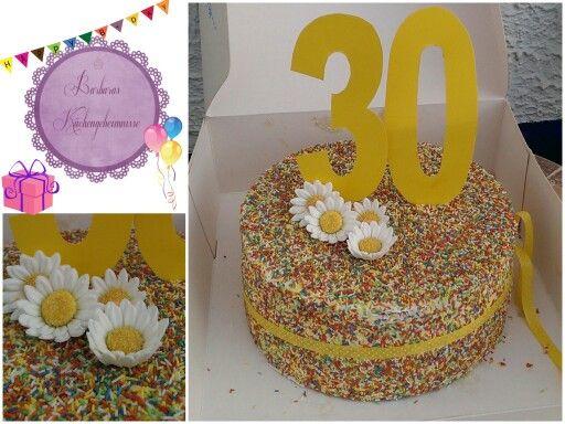 HAPPY 30TH BIRTHDAY CAKE                                                                                                                                      Mit bunten Zuckerstreusel, essbaren Blüten dekoriert.   Innen versteckt sich ein heller Bisquit mit Zitronen - Joghurt -Creme.                                                                                                                                                         #30thbirthday #colourful #simple # cake