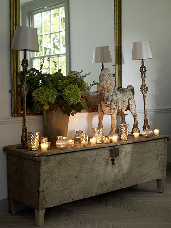 decorar el recibidor con muebles antiguos espejo baul rustico lamparas