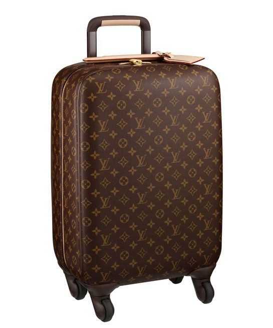 Louis Vuitton valise 4 roues http://www.vogue.fr/mode/shopping/diaporama/le-kit-de-survie-de-la-fashion-week-1/11702/image/685763
