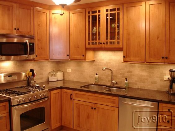 Cabinets: Bertch Legacy (maple with toffee stain)  Countertops: Labrador Antique granite