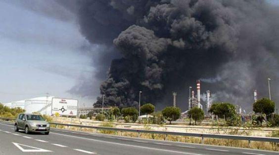 A través de la cuenta Twitter de Petróleos de Venezuela (Pdvsa), la empresa informó que este domingo se registró un incendio en la laguna N2 ubicada en el cerro de carga Guaraguao, en la refinería de Puerto La Cruz, estado Anzóategui.</p>