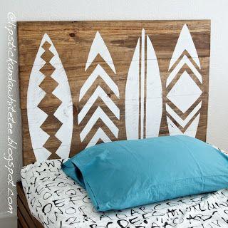 Respaldo/cabecera de madera diseño de tablas de surf con stickers