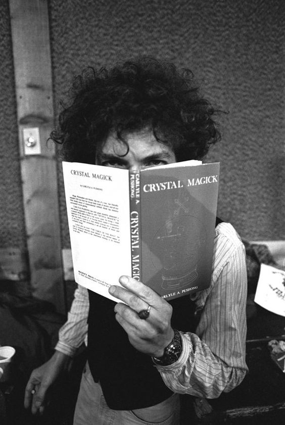 Bob Dylan reading Crystal Magick by Carlyle A. Pushong, Ken Regan Photography, Rolling Thunder Revue: