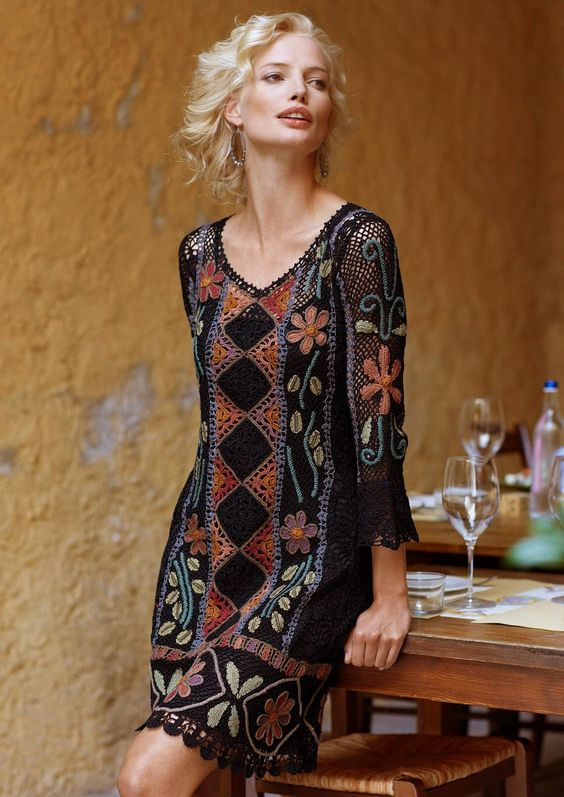 Crochet dress with pattern for motifs and layout:
