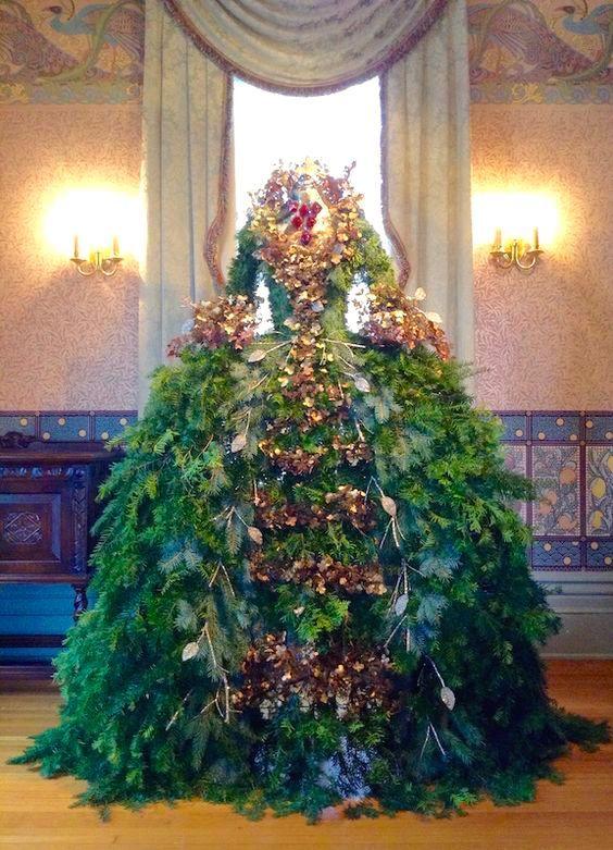 32 Perfect Christmas Tree Ideas To Choose This Year Kameleon Chic Christmas Tree Dress Dress Form Christmas Tree Mannequin Christmas Tree