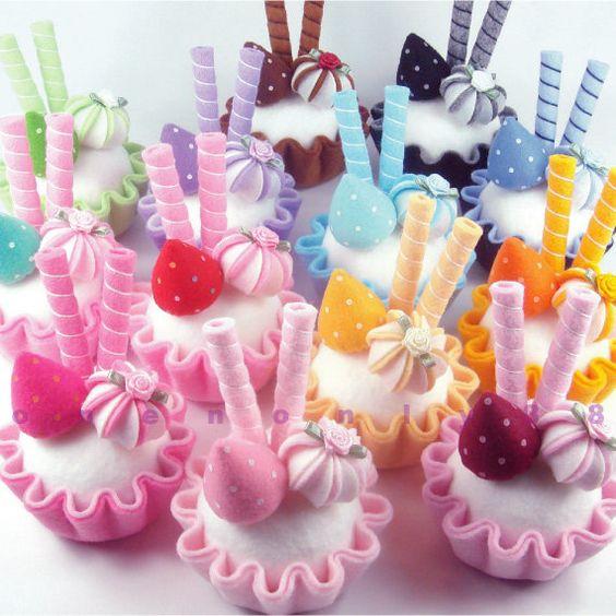 FELT CUPCAKE FAVOR - Birthday Party Favor, Baby Shower Favor, Bridal Shower Favor, Wedding favor, Pincushion