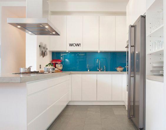 Une cr dence bleu turquoise pour r veiller une cuisine blanche turquoise w - Credence cuisine blanche ...