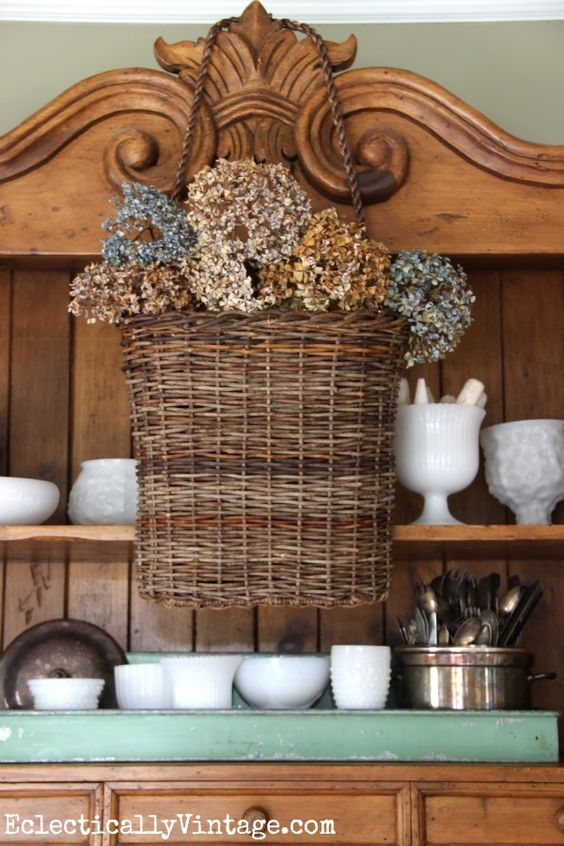 This hanging basket filled with dried hydrangeas is gorgeous! eclecticallyvintage.com #EclecticallyFall