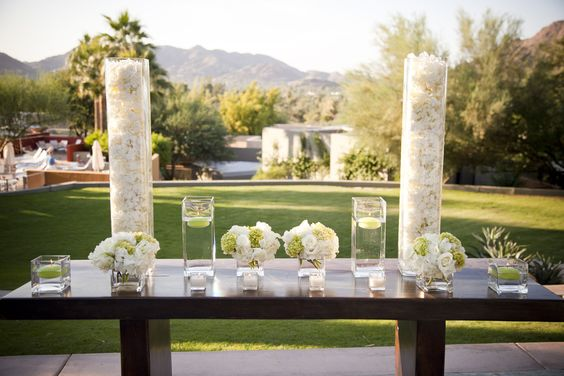 A beautiful wedding ceremony on Paradise Views Lawn
