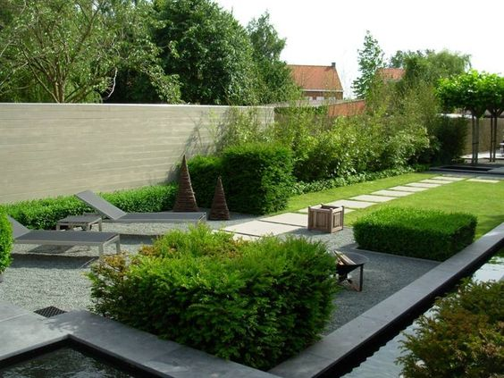 Rijwoning smalle tuin bamboe tegen inkijk tuin for Spiegelvijver bak
