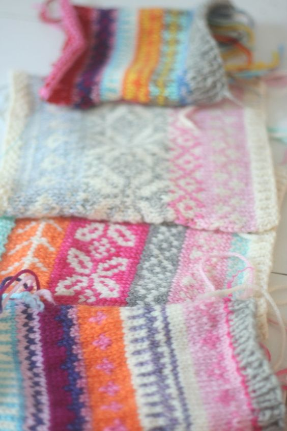 Fair Isle-like motifs in not so traditional colors ... bands of color, two colors per row