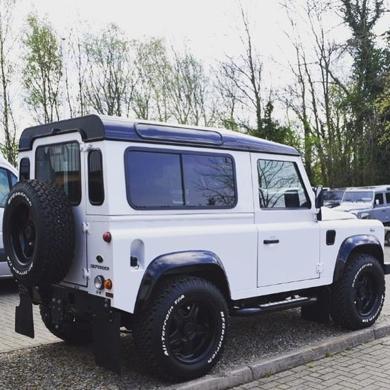 10 Best Land Rover Winch Bumpers Images On Pinterest: Land Rover Defender 90. Black And White.