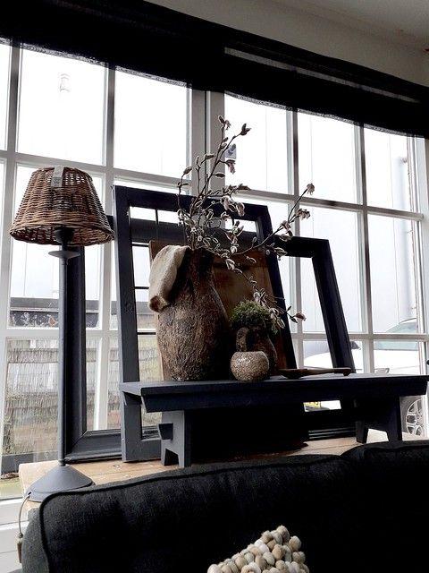 De Vensterbank Decoratie Is Altijd Een Leuke Styling Plek In Huis De Vensterbank Is Een Plaats Om Gemakkelijk A Window Sill Decor Elegant Decor White Lanterns