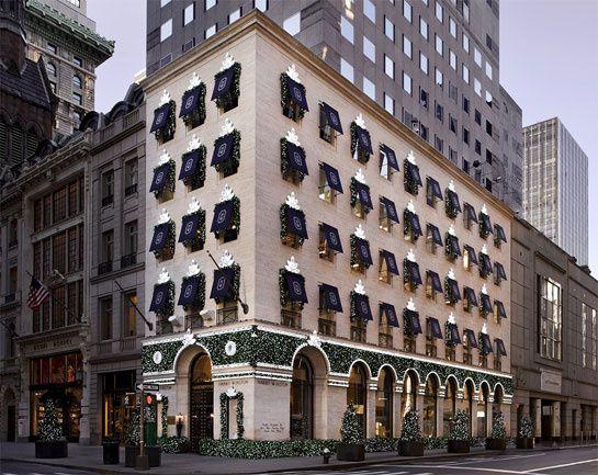 """Les boucles d'oreilles """"Winston Cluster"""" d'Harry Winston http://www.vogue.fr/joaillerie/le-bijou-du-jour/diaporama/les-boucles-d-oreilles-winston-cluster-d-harry-winston-decorations-noel-boutique-5eme-avenue-new-york/10906#3"""