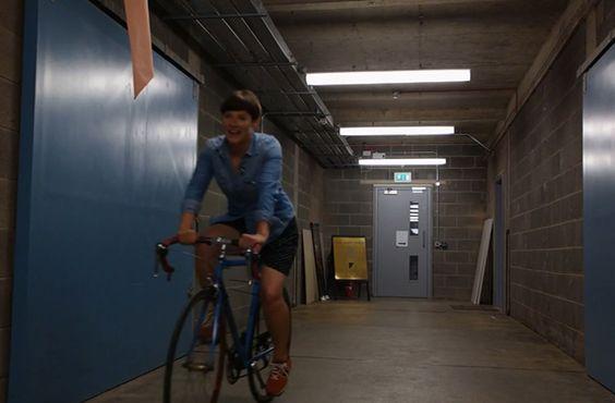 Si vous aimez faire du vélo et porter des jupes, vous devez savoir que c'est plutôt galère à concilier si vous n'aimez pas révéler à tout le monde vos dessous. À ce problème estival, un groupe de copines écossaises a trouvé la solution : « Penny in yo' Pants». En été, beaucoup d'entre nous succombent [...]