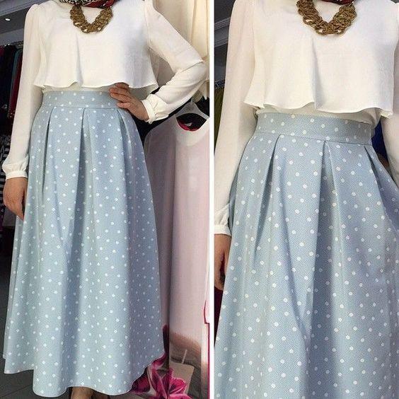 جيبة باللون الأزرق الفاتح مع تصميم منقط بالأبيض Hijabista Fashion Skirt Fashion Hijab Fashionista