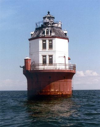 I would love to be here during a storm!! Point No Point Lighthouse, Maryland