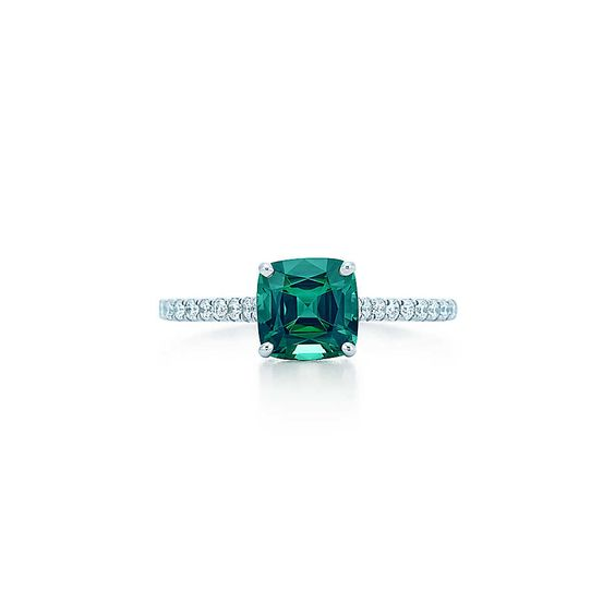 Bague en platine, tourmaline verte et diamants, Tiffany Legacy™.   Tiffany & Co.