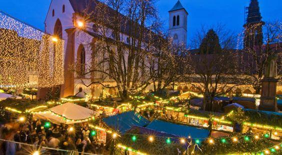 Mercatino di Natale di Friburgo in Brisgovia (Freiburger Weihnachtsmarkt), Germania. Copyright FWTM-Fotograf Schoenen