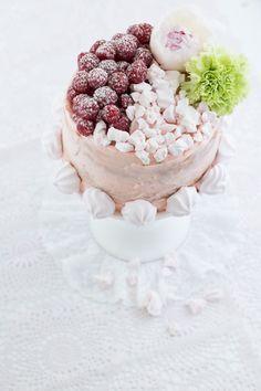"""""""Mini KitchenAid Törtchen""""  *Himbeer-Biskuit in pastel*  http://www.lisbeths.de/mini-kitchenaid-toertchen/"""