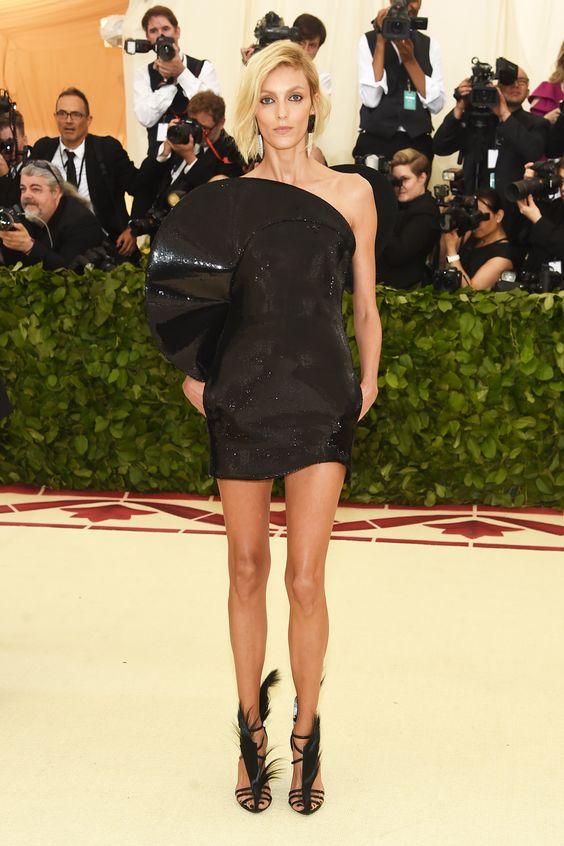 Gala Met 2018: todos los vestidos. Desde las anfitrionas Rihanna, Amal Clooney y Donatella Versace hasta Katy Perry: estas son las 'celebrities' que han acudido a la inauguración de la exposición en Nueva York. Y sus looks, claro © Getty Images