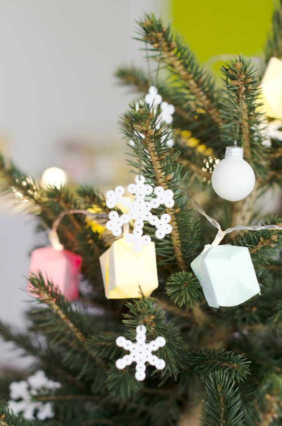 Modern Interior Winter Decoration Christmas tree