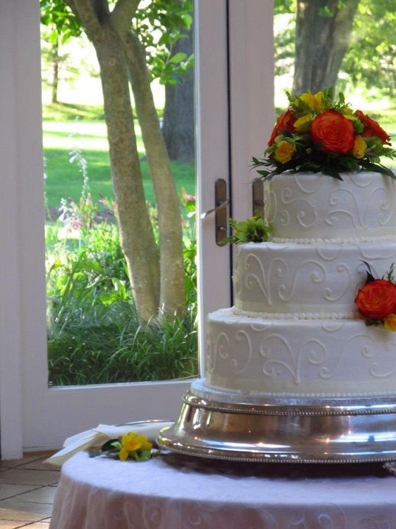 The cake from the same wedding this summer. It was gorgeous.
