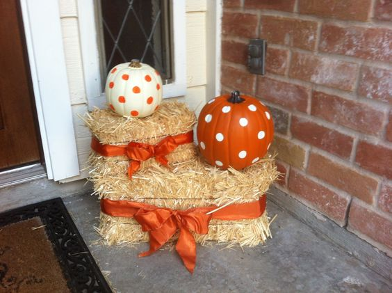 Polka dot pumpkins and bows! Cute pumpkin and hay bale decor for front porch or yard. More for Fall than Halloween.                                                                                                                                                      More