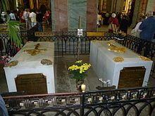 tombeau dalexandre III, son épouse qui le rejoint en 2008 et son fils nicolas II et toute sa famille;