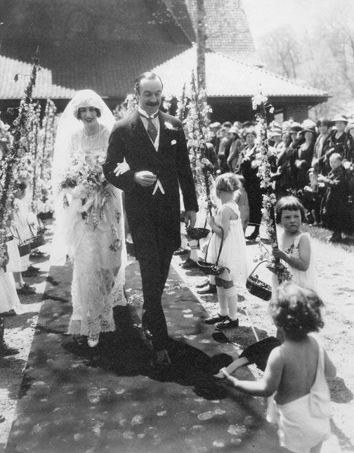On April 29, 1924 Chic Vintage Bride Cornelia #Vanderbilt married British Diplomat John Cecil in what was THE social event of the year! #Biltmore: