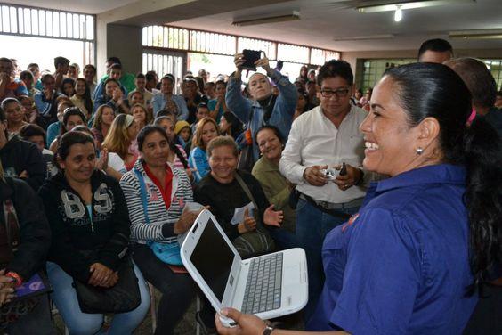 @FEdumedia : RT @PrensaZETachira: 51 docentes recibieron equipos canaima en el Liceo Nacional  Manuel Felipe Rugeles en  Municipio Andress  Bello https://t.co/5tYG6RwhiD