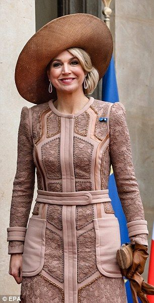 Queen Maxima towers over French President Francois Hollande in Paris | Daily Mail Online