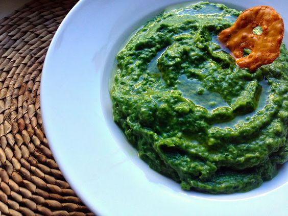 foodrefuge: Raw Spinach and Avocado Dip