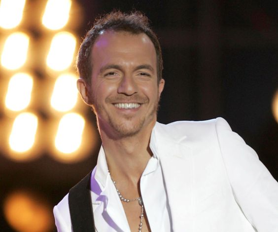 Calogero.  A favorite French singer.  I love that he's wearing a rosary.