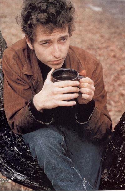 コーヒーを飲むボブ・ディラン