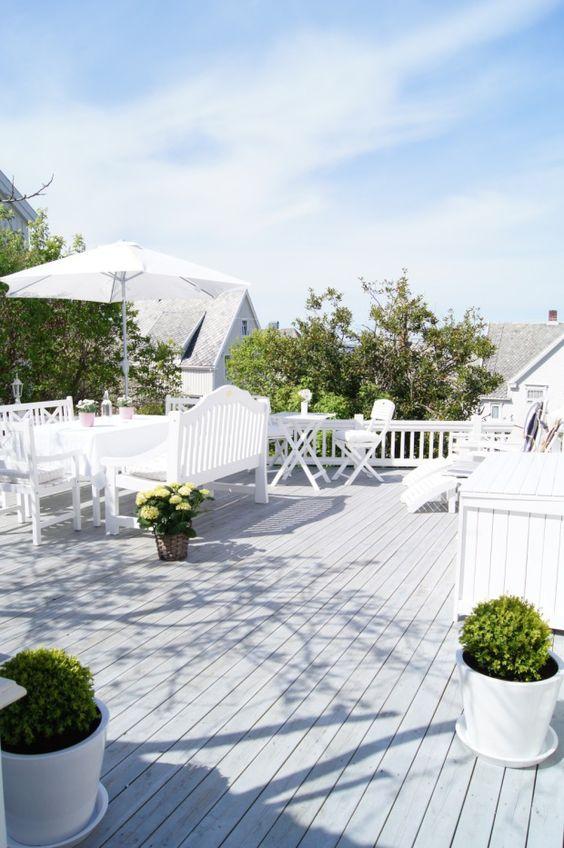 El marco perfecto para que las plantas y las flores sean las protagonistas  Imagen de boligpluss.no   _ terraces & balconies _   Pinterest   Balconies,  ...