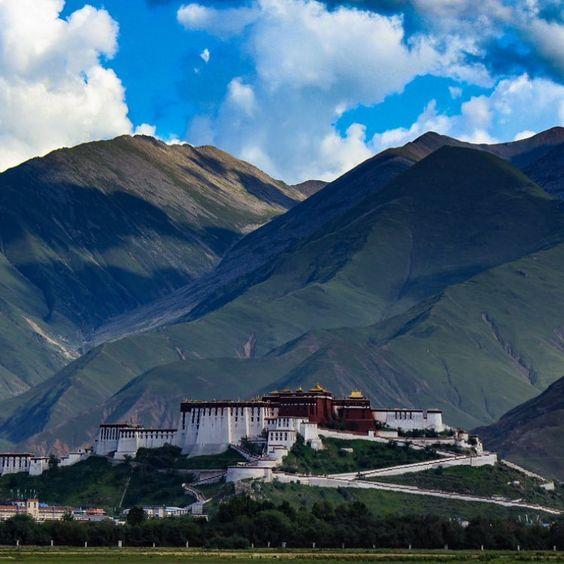 Potala |⠀⠀⠀⠀⠀⠀⠀ ⠀⠀⠀⠀⠀⠀⠀ ⠀⠀⠀⠀⠀⠀⠀ ⠀⠀⠀⠀⠀⠀⠀ ~~~~~~~~~~~~📷བོད།~~~~~~~~~~~📍TIBET ⠀⠀⠀ ⠀⠀⠀⠀⠀⠀⠀⠀⠀ ⠀⠀⠀⠀⠀⠀⠀•⠀⠀⠀⠀⠀⠀⠀⠀⠀⠀⠀⠀⠀⠀⠀⠀⠀⠀⠀⠀⠀⠀⠀⠀⠀•🙎🏻♂️Ph BY ©流星枫子の消失#Tibet #Photo #བོད། #Hill #great #grand #appearance #environment #snow #tibetan #peolple #Life #mountains#picture #beautiful #everydaylife #circumference#family #awlays #addidas #snow #city #import #Study#チベット #写真 #西藏 #风景秀丽 #照片 #远方的风景 #风情