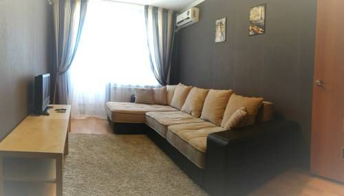 Apartments on Amirhana 13 Kazan Set 2.9 km from Soyembika Tower in Kazan, this air-conditioned apartment features free WiFi and a balcony. Apartments on Amirhana 13 features views of the river and is 2.9 km from Annunciation Cathedral.
