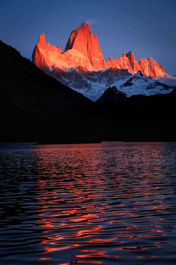 LAGUNA CAPRI AND FITZ ROY - 2677 - The Fitz Roy mountain (3.375 meters) at first rays of sunrise, taken from Laguna Capri, after a 2 hours trekking.