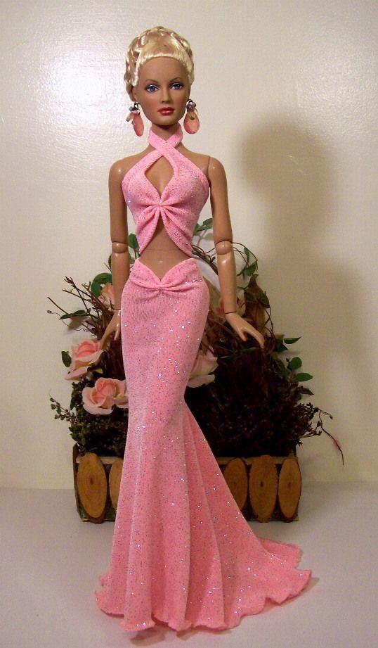 Barbie vestida para uma festa::