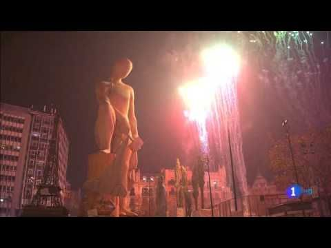 CREMÀ 2016 FALLA MUNICIPAL | FALLES DE VALENCIA | Fallas 2016 - YouTube