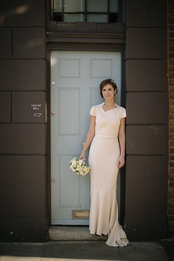 A Roland Mouret Wedding Dress For a Chic and Minimalist Style London Wedding. Photography by tomravenshear.com