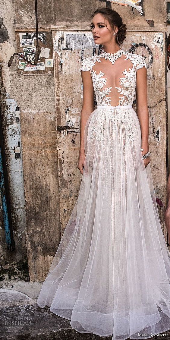 wear your wedding dresses in right style