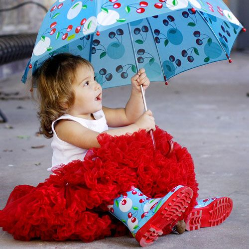 rainboots and a pettiskirt, go girl :)