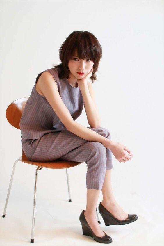 セットアップがおしゃれなファッションの戸田恵梨香さん