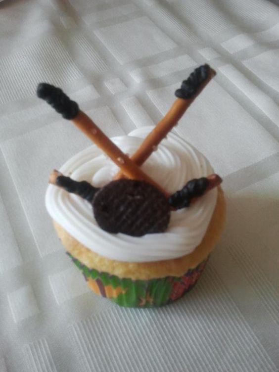 Cupcake Decorating Ideas Hockey : Tiffanie Sperling on Hockey Cupcakes, Hockey and Mini Oreo